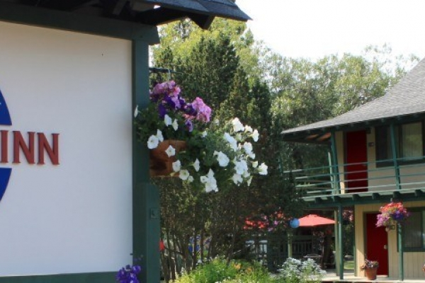 Discovery Inn in Friday Harbor - An easy walk from the ferry landing